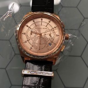 NEW Michael Kors Rose Gold Genuine Leather watch✨